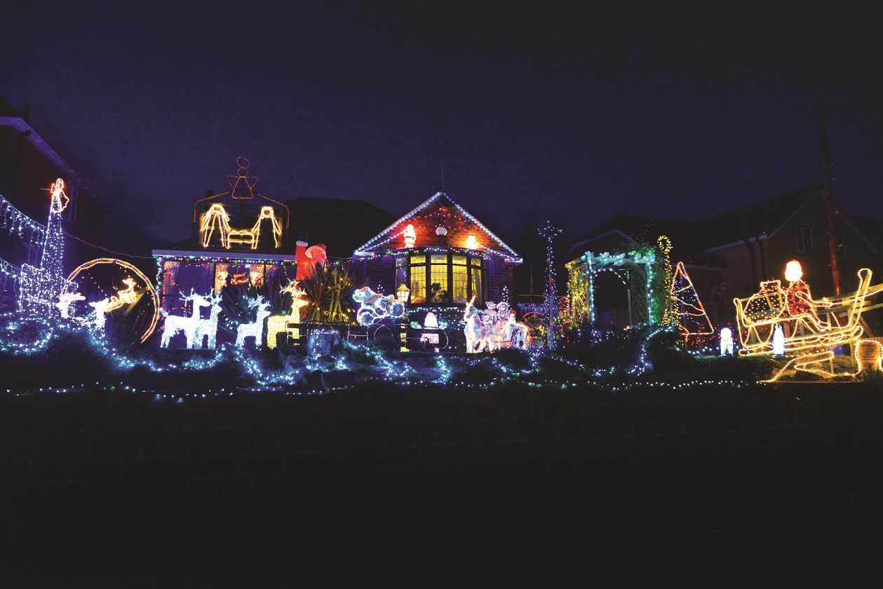 How Long Do Christmas Lights Last.Smith Family S Christmas Lights Spectacular Returns To Boost