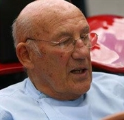 Stirling Moss back in driving seat at 80