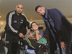 Boxer Tony Bellew pulls no punches at Bluebell Wood Children's Hospice