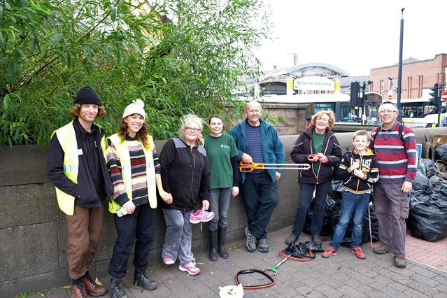 Litter pick clears 80 bags from River Don