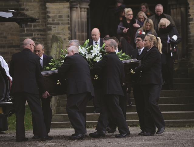 Celebrities gather in Wentworth for funeral of Bobby Knutt