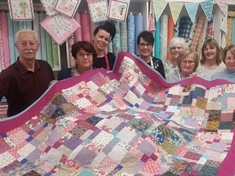 Quilt created in friend's memory raises £1,000 for hospice