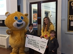 School run raises £5,000 for hospice charity
