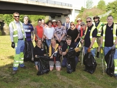 Canal clean-up brings Rotherham steelworkers and Swinton volunteers together