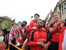 VIDEO: Thousands welcome home the Millers at open top bus tour