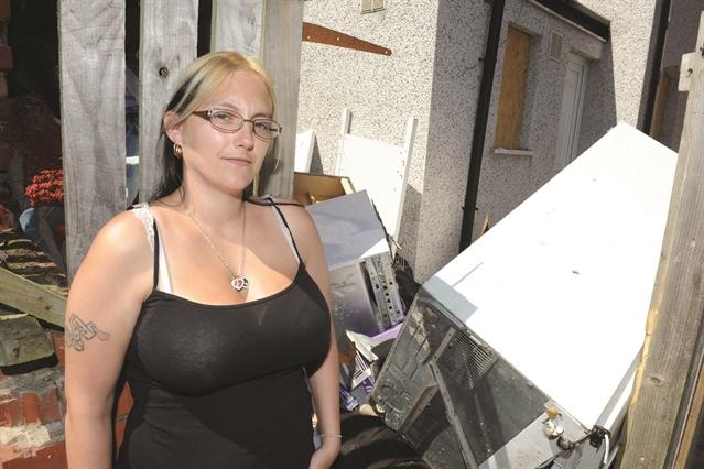 Mum S Maggots Fear Over Dinnington Fly Tipping Hotspot