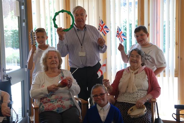 Dinnington link-up brings elderly and young together to share memories