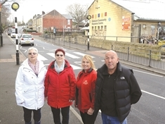 1,400 call for crossing on 'incredibly dangerous' Kilnhurst road