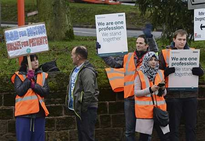 Junior doctors hold fourth strike in contract dispute