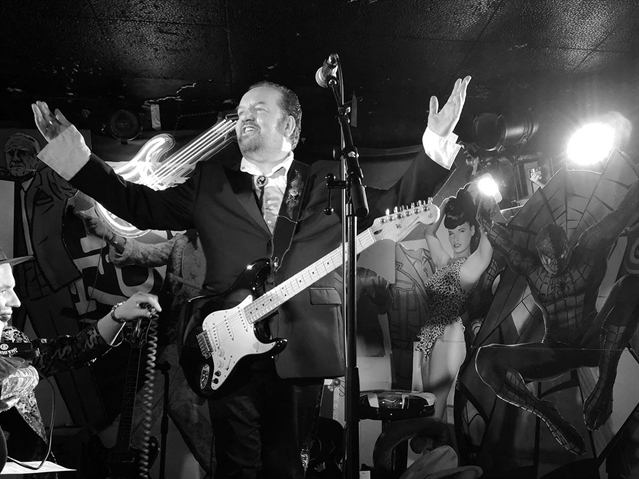 Pete Wylie showcases songs with a heart as big as Sheffield