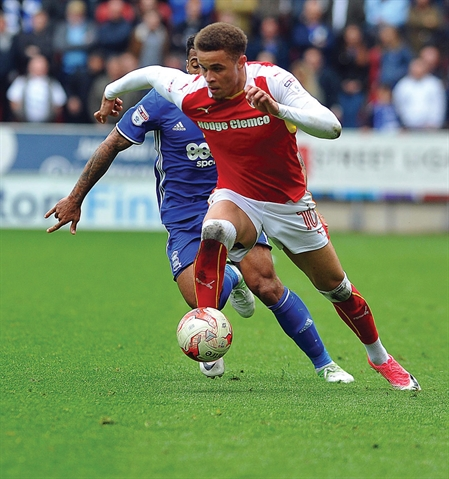 Rotherham United loan deal for striker Carlton Morris
