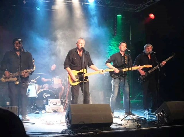 Springsteen tribute band at Sitwell fundraiser for poorly boy (8)