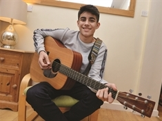 Busker with a big heart backs Rotherham Hospice